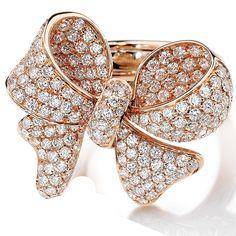 Giovanni Ferraris - Rose gold ring with white diamonds. Photo courtesy press office.