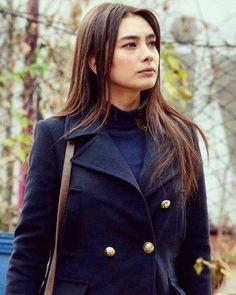 Neslihan Atagül Turkish Beauty, Turkish Fashion, Style Me, Cool Style, Prettiest Actresses, Actrices Hollywood, Turkish Actors, Best Actress, Kara