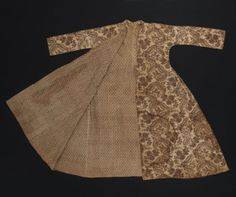 Gown (Dressing gown or robe)      Category:      Textiles (Clothing)     Place of Origin:      England or France, Europe     Secondary Place of Origin      England, United Kingdom, Europe     Date:      1715-1725     Materials:      Cotton     Techniques:      Block printed, Mordant style, Woven (plain)