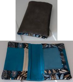 Portefeuille Compère cousu par Laëti - Tissu(s) utilisé(s) : Simili cuir maltese, Coton uni cristina bleu pétrole, Jacquard yuzu bleu canard - Patron Sacôtin : Compère