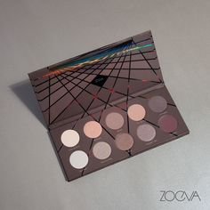 Irresistibly iconic. The captivating colors of our En Taupe Palette glide on like silk and frame your eyes in magnetic, feminine hues. www.zoeva.de