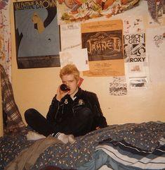 A Snapshot Explosion of Big Hair and Boozing In the - Flashbak Punk Bedroom, Dream Bedroom, 90s Cartoons, Aesthetic Bedroom, Teenage Dream, Cool Rooms, Bedroom Inspo, My New Room, Big Hair