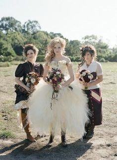 15 Daring Steampunk Bridesmaids' Outfits | HappyWedd.com