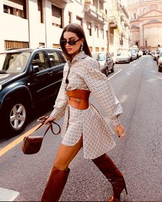 The Latest Street Style From Paris Fashion Week Fashion 2020, Look Fashion, High Fashion, Fashion Outfits, Womens Fashion, Fashion Trends, Elegant Fashion Style, Casual Elegant Style, Abaya Fashion