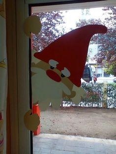 Un père Noël à la fenêtre ! Une déco originale et pas chère