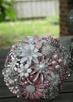 Brooch bouquet pink and white