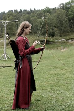 Viking woman - Viking age reenactment from Valkyrja.com