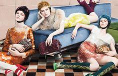 Frida Gustavsson, Kelly Mittendorf, Julia Zimmer, Ondria Hardin e Antonia Wesseloh foram fotografadas por Steven Meisel para a nova campanha da Prada - out