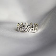 Bow down to me, platinum crown ring