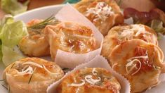 Bryndzové koláče: Nechajte ich poriadne vykysnúť - Pluska.sk Dairy, Cheese, Food, Basket, Essen, Meals, Yemek, Eten