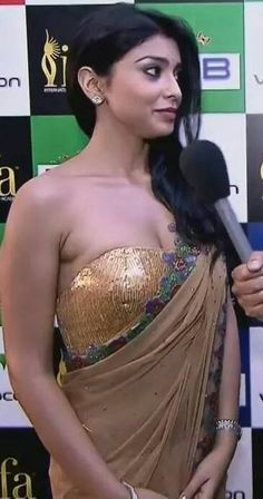Bollywood Reporter: Shirya Saran in really racy , jaw dropping sexy saree. Bollywood Celebrities, Bollywood Fashion, Bollywood Actress, Indian Film Actress, South Indian Actress, Hot Actresses, Beautiful Actresses, Indian Goddess, Elegant Saree