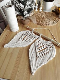 Macrame Wall Hanging Patterns, Yarn Wall Hanging, Macrame Plant Hangers, Macrame Patterns, Macrame Knots, Macrame Art, Macrame Projects, Wing Wall, Angel Wings Wall