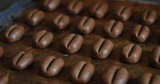 Я не люблю кофейную выпечку, но эти курабье в виде кофейных зёрен - исключение. У них насыщенный кофейный вкус, а когда они готовятся...