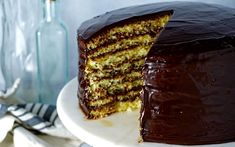 How to Make a Smith Island Cake Just Desserts, Delicious Desserts, Smith Island Cake, Cake Recipes, Dessert Recipes, Frosting Recipes, Soup Recipes, Recipies, Fudge Frosting