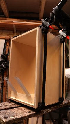 How To Build A Cajon. Sinple and complete instructions and photograps of the whole cajon building process