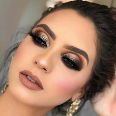 32 Nice Christmas Party Makeup Ideas That Looks Glamorous - This Christmas the look is pretty, not shocking. In any event, for the evening, light makeup that makes you look like yourself, just prettier is the b. Makeup Goals, Makeup Inspo, Makeup Inspiration, Makeup Tips, Eye Makeup, Makeup Ideas, Party Makeup, Bridal Makeup, Wedding Makeup
