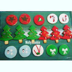 @mollyscookie #sugarart #cookies #cookie #christmascookie #christmas #merrychristmas #noel #fondant #kurabiye #sekerhamuru #cookiedecor #decoration  . Follow on instagram @mollyscookie