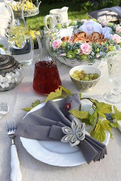 Romantické prestieranie.  #prestiranie#pikni,#kuchyna#zahrada Table Decorations, Fabric, Furniture, Home Decor, Blue Prints, Dekoration, Tejido, Tela, Decoration Home