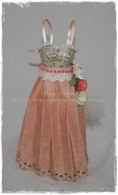 Paper dress, papir kjole, papirbretting, paperfolding, 3D, scrapbooking, scrapbook, papir, paper, vintage
