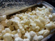 Kettle Corn VERY slightly adapted from Katie at Bettcha Can't Eat Just One for the SRC 4 tablespoons coconut oil cup sugar cup popcorn kernelsM salt, to taste Popcorn Snacks, Popcorn Recipes, Kid Snacks, Snack Recipes, Homemade Kettle Corn, Kettle Popcorn, Moon Food, Gluten Free Appetizers, Recipe Club