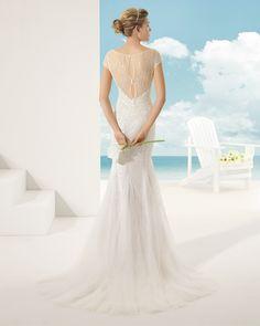 VEJER vestido de novia en pedrería y tul sedoso .