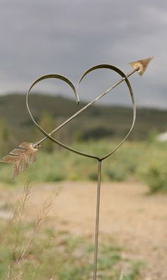 street art in the country.metal work sculpture look good in the garden too.great valentines day suprise or wedding decorations along the path to church or through garden to a marquee Heart In Nature, I Love Heart, Key To My Heart, With All My Heart, Happy Heart, Heart Art, Heart Crafts, Felt Hearts, Pink Hearts