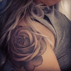 tatouage fleur épaule femme , Recherche Google