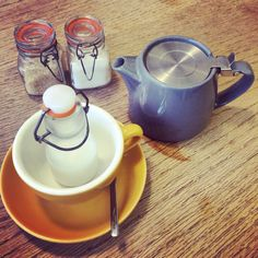 A pot of dreams from fig & sparrow in Manchester. I love this whole pot of tea set up.