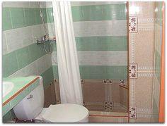 Detalle del baño. Cuba, Curtains, Shower, Bathroom, Apartments, Rain Shower Heads, Washroom, Blinds, Full Bath