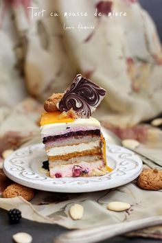 Mousse cake with honey - slice section Romanian Desserts, Romanian Food, Romanian Recipes, Sweet Recipes, Cake Recipes, Dessert Recipes, Just Cakes, Mousse Cake, Food Cakes