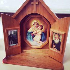Santuario con imagen de la Mater, el padre Kentenich y el Santuario de Schoenstatt. Su precio es de $31.00 (36x30x15cm.) con código ARTSAN0017.