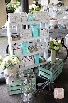 White and turquoise display - craft fair idea Candy Table, Candy Buffet, Dessert Table, Baby Shower Parties, Baby Boy Shower, Bar Deco, Baptism Party, Craft Show Displays, Vintage Party