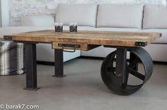 Table basse industrielle à roue