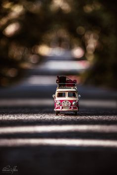 Who loves traveling? by Natassa Triantafillou on Who loves traveling? by Natassa Triantafillou on Miniature Photography, Cute Photography, Creative Photography, Nature Wallpaper, Wallpaper Backgrounds, Combi Ww, Cool Pictures For Wallpaper, Dslr Background Images, Vw T1