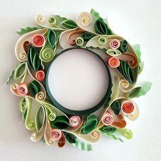 Quilled paper art : '' Smell The Roses '' _ #QuillingByAslim #quilling #paperart #paper #papel #handmade #wallart #homedecor #wreath #flower #floraldesign #giftideas #gift #papier #colourful #kağıttelkari #çelenk #çiçek #rengarenk #hediyelik