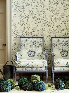Is this really making a comeback? Eye For Design: Matching Upholstery and Wallpaper.Lovely Interiors When Done Correctly Decor, Furniture, Interior, Chinoiserie Wallpaper, Upholstered Furniture, Home Decor, Fabric Wallpaper, Upholstery, Interior Design
