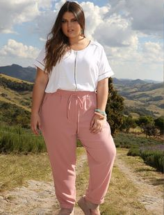 Curvy outfits, stylish outfits, fashion outfits, womens fashion, plus size Plus Size Fashion For Women Summer, Womens Fashion Casual Summer, Summer Outfits Women, Casual Summer Outfits, Plus Size Women, Stylish Outfits, Curvy Outfits, Mode Outfits, Plus Size Outfits