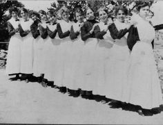Pioneers of the American West: The Harvey Girls (Photos)