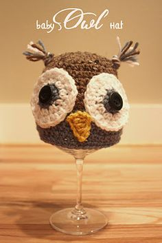 newborn baby boy owl hat-boy and girl versions this actually looks cute as a wine glass cover..free   download pattern