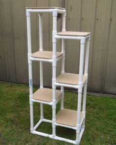 Cat tower pic sent in by one of our customers made with PVC pipe, Ltee connectors and 3 ways. Come and have a look at more of our… Diy Projects Cans, Pvc Pipe Projects, Wood Projects, Projects To Try, Garden Projects, Pvc Pipe Crafts, Diy And Crafts, Diy Décoration, Easy Diy