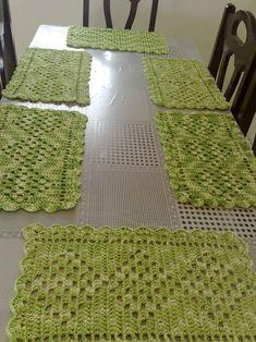 Risultati immagini per jogo+americano+croche+diferente Crochet Table Mat, Crochet Placemats, Crochet Cushions, Crochet Doilies, Crochet Kitchen, Crochet Home, Crochet Designs, Crochet Patterns, Mug Rug Patterns