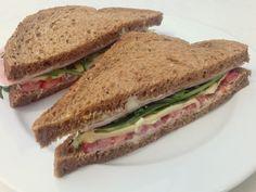 Schinken-Tomate-Rucola-Sandwich