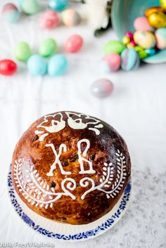 This brioche like sweet Easter bread Kulich or Paskha is glazed with a simple sugar icing or melted white chocolate. Spring Recipes, Easter Recipes, Bread Shaping, Melting White Chocolate, Sugar Icing, Easter Weekend, Chicken Soup Recipes, Russian Recipes, Yum Yum Chicken