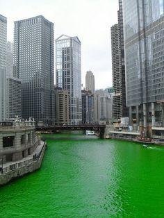 Bonita imagen del río y edificios de CHICAGO