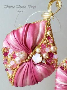 Orecchini Petali di rosa con seta shibori / Rose di PerlineeBijoux