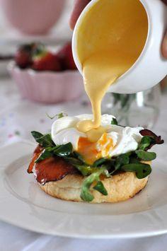 Jajka po benedyktyńsku z roszponką