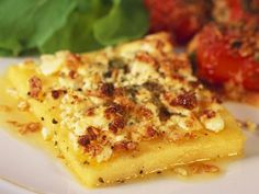 Polenta slices with feta - Healthy Food for Vegetarian Vegetarian Lunch, Vegetarian Recipes, Keto Zoodles Recipe, How To Make Hamburgers, Veal Recipes, Queso Feta, Healthy Dessert Recipes, Basel, Pie