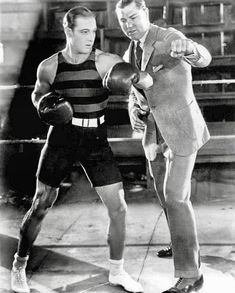 World heavyweight champ from Jack Dempsey showing Rudolph Valentino some punching techniques Rudy was in wonderful shape ! Silent Film Stars, Movie Stars, Hollywood Actor, Hollywood Stars, Vintage Hollywood, Classic Hollywood, Rudolph Valentino, Film Story, Valentino Men