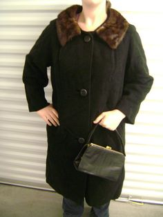 100% Cashmere Vintage Black Coat with Fur Collar from 1950s-1960s