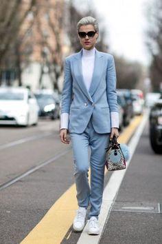 современный деловой стиль женщины, кеды с костюмом